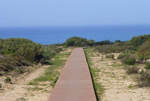 Turismo Rural em 12 ha. Portugal, Algarve, Aljezur. Vende-se no concelho de Aljezur no Algarve, sociedade de Turismo Rural, em atividade plena, com vários e confortáveis edifícios, totalizando 22 camas e equipamentos, integrados em bela propriedade d...