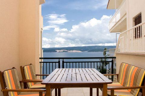 This deluxe 2-bedroom apartment in Celina features a shared, infinity swimming pool and a lovely patio with garden furniture to unwind. This property can host 4 guests, making it perfect for a family or couples on vacation. Spend a sunny day by the c...