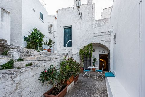 Made of glass and plays of light, inspiration from future and past. This is a unique apartment located in a charming street of Ostuni. With free wifi and air-conditioning here, one can enjoy a long stay where you can surf or work. 4 people can be hos...