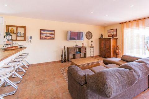 Magnífica casa con piscina privada, con mucho espacio y a sólo 1,3 km de la playa, en un entorno precioso en el puerto de Sant Pere Pescador. Esta atractiva casa de vacaciones ofrece mucho espacio para unas vacaciones inolvidables. Hay una acogedora ...