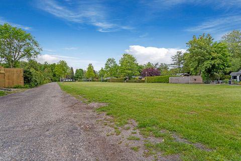 Deze villa met jacuzzi is te vinden in Balkburg en beschikt over 4 slaapkamers. Ideaal voor een vakantie met de familie of met vrienden. Ook je huisdier is welkom. Gelegen in een bosrijk en landelijk gebied is deze locatie ideaal voor wandelen en fie...