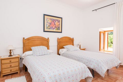 This spectacular house is situated in the countryside of Mallorca and is ideal to disconnect and to relax during your holiday break. The outside area of this marvellous finca of 21.000m2 counts with a fabulous private salt pool of 9m x 4m, with a dep...