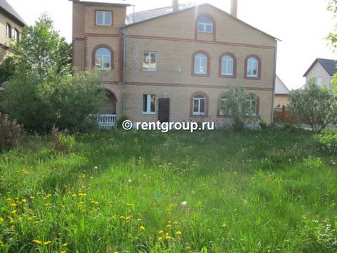 We offer to rent 4-level brick cottage with a total area of 500 sq.m. Cottage for rent on the day, weekends and holidays. On the ground floor there is a Russian billiards. The first is a sitting area, kitchen, living room, exit to the courtyard, to...