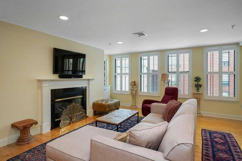 Situated in the heart of Boston's historic North End/Waterfront, 134 Fulton Street offers the best of both worlds: the hustle and bustle of nearby Hanover Street and the serenity of Boston Harbor. Built from the ground-up in 1999, the building is the...