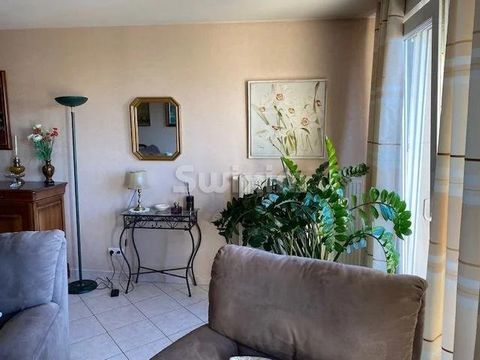 Ref: 63316 NK Very nice flat bright 4 rooms with an area of 104 m2 consists of a large living / dining room, 2 bedrooms, kitchen, large terrace, bathroom with shower and bath. Closed garage + cellar. This apartment is located on the 1st floor of a re...