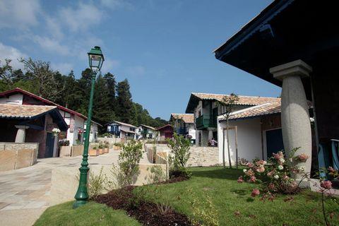 Construit dans le style basque, le magnifique Domaine de Lana est le cadre de cette belle villa. Avec la mer à seulement trois kilomètres, ce parc est un paradis. Le parc dispose de plusieurs maisons, dont certaines ont un balcon à l'étage. Toutes le...
