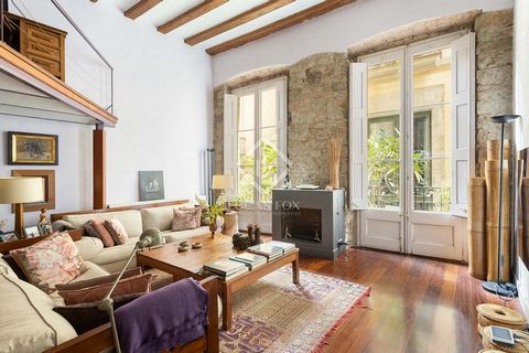 In a renovated building and just two minutes from the Plaça de Sant Jaume, we find this magnificent apartment on the main floor, completely renovated, with an exquisite design and very cozy spaces. The apartment itself consists of a large living room...