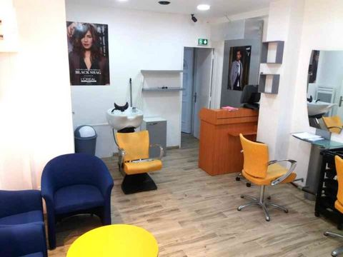Orsay, a district well served by transport (bus and RER B), I offer you an exceptional opportunity with this goodwill of 58m2 in total: 25 m2 of hairdressing salon + a 2-room apartment of 33m2 upstairs. Leasehold compatible ALL BUSINESSES 3-6-9. The ...