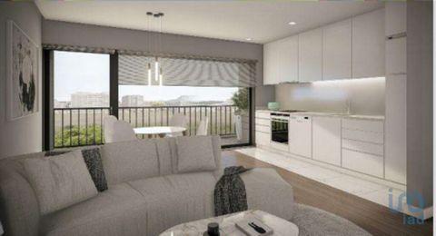 Fração M (2ºandar) - Apartamento T1, em construção, com 47 m2. A sua proximidade a serviços, educação, lazer e acessos às principais vias, fazem deste empreendimento, uma opção equilibrada para quem procura viver na cidade, junto à praia e próximos d...