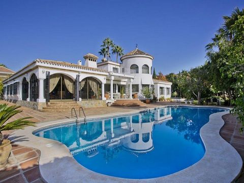 Spain / Andalusia / Marbella / Puerto Banús / Located in the famous urbanizacion El Cortijo Blanco, in a very beautiful area. Fantastic villa of 7 bedrooms with large capacity of 16 people, 6 bathrooms, spacious living rooms, full equipped kitchen, b...