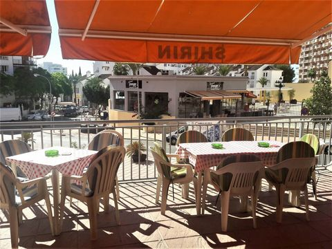 Bar-restaurant for sale very well located, in the Ibensa square, in front of the Church of Carmen in Arroyo de la Miel. It has a large private terrace of 40 m2 that pays about 11 euros per month and that belongs to the community. A very busy place wi...