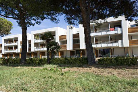 La Résidence Cap Marine se situe dans un quartier résidentiel tranquille de Mandelieu-La Napoule, juste à côté de Cannes. Elle se compose de quelques bâtiments mitoyens comptant plusieurs appartements. Ils donnent sur les superbes rochers rouges du m...