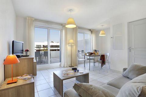 La Résidence Cap Camargue est une adresse de vacances de taille moyenne bénéficiant d'un emplacement calme dans un quartier résidentiel. Elle est composée de plusieurs bâtiments à trois étages construits autour d'une grande piscine. Tous les appartem...