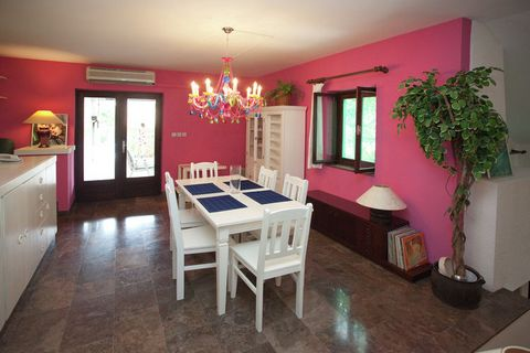 This 5-bedroom villa in Baška Voda hosta 8 people making it perfect for a group or families to stay. It features a private swimming pool and a private terrace with fireplace. The sea is just round the corner in 100m. All basic facilities are in a wal...