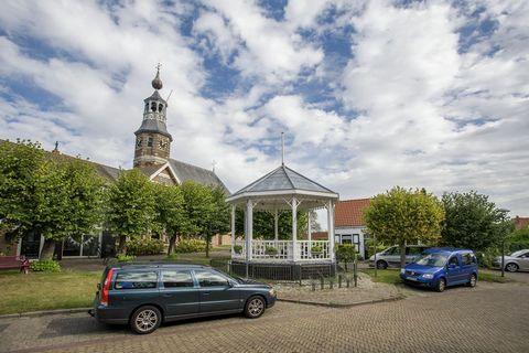 Dit heerlijk luxe vakantiehuis ligt op een pittoresk vakantiepark bij Kattendijke op Zuid-Beveland. Het ligt direct aan Nationaal Park Oosterschelde, domein van getij, wind en water. Uw vrijstaande chalet heeft een moderne open keuken en drie slaapka...