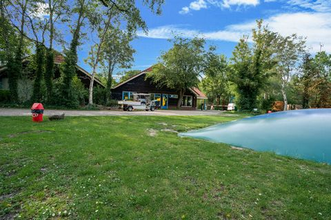 Come and enjoy the family vacation in this simple chalet in Wateren. There are 2 bedrooms for 5 people. Ideal for family travelling together, the chalet features a swimming pool, a private heated terrace where you can chill and spend some quality tim...