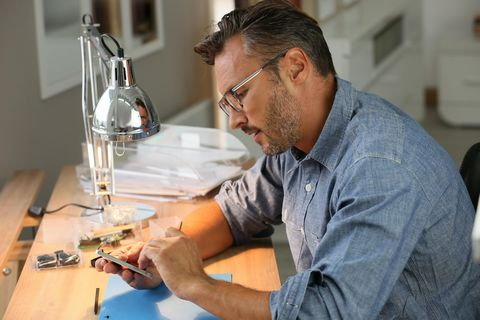 This is an amazing opportunity to purchase a thriving business that carries out repairs to small handheld devices and other electrical gadgets. Having been established for over 5 years now the business has gone from strength to strength and brings a ...