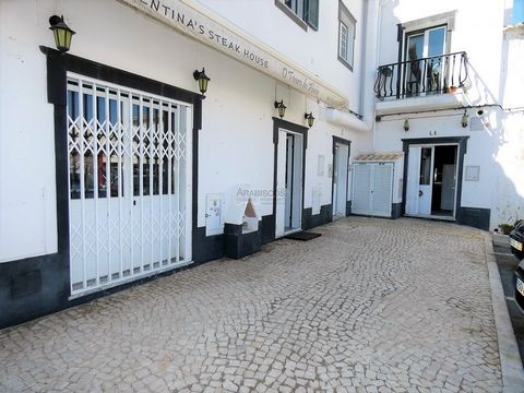 Fully equipped restaurant with two separate kitchens, service counter. The property consists of two shops (sold together) with a total area of 94 m2, with terrace and toilets. Located next to the municipal market of Alvor with parking at the door. En...