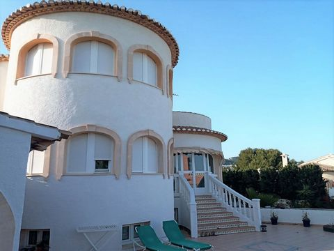 Villa in Calpe (Costa Blanca) private pool and only 2 k m m from the beach La Calalga. This property is located 1.5 km from Mercadona supermarket and 3 km from the centre of Calpe. The airport of Alicante is 80 km away. The villa is built on a plot ...